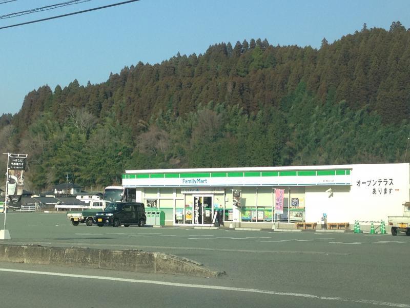 ファミリーマート(南小国きよら店)